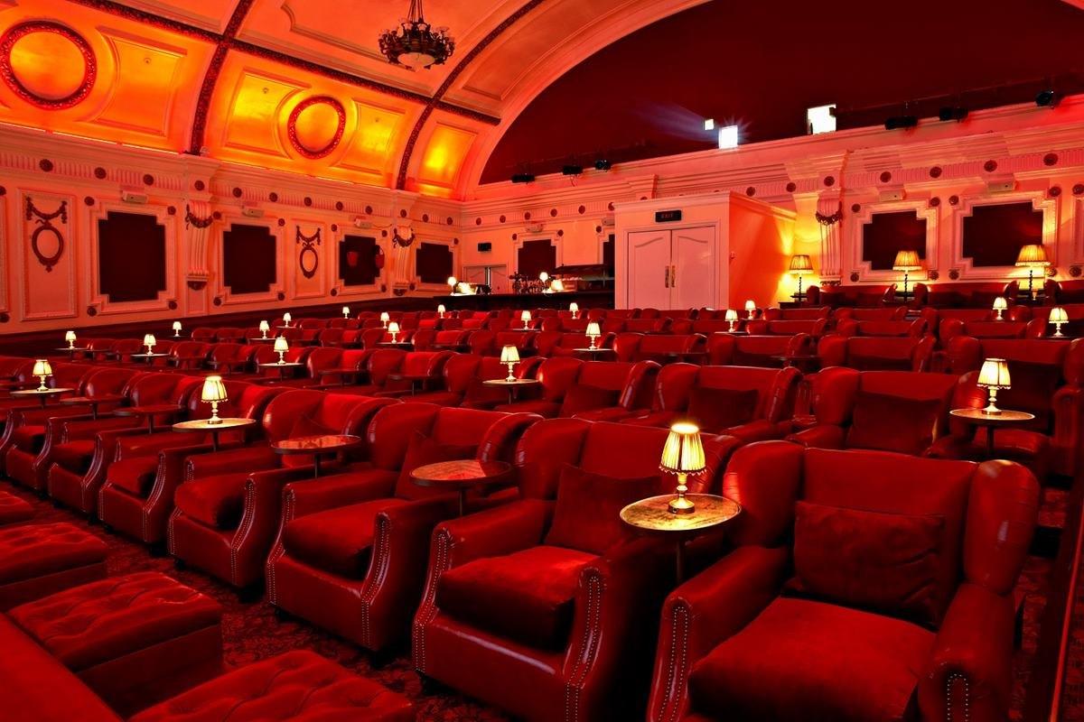 Old fashioned cinema london 13