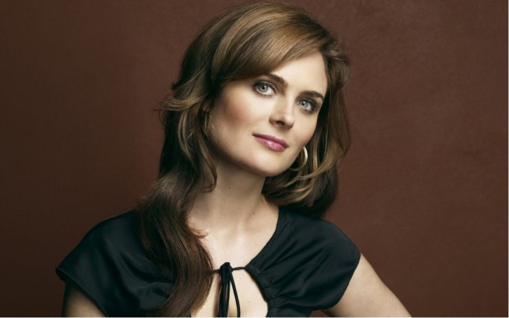 emily deschanel net worth 2018 how much is emily. Black Bedroom Furniture Sets. Home Design Ideas